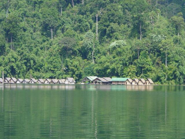 Schwimmendes Dorf - Kamala Tauchschule