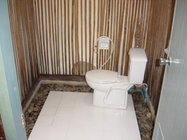 Dusche und Toilette - Phuket Tauchschule