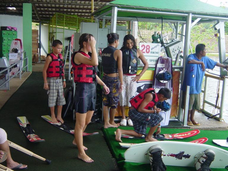 Wasserskibahn Tauchschule Kamala Beach