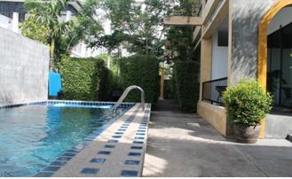 Poolanlage Happy Hotel in Kamala Beach mit der Deutschen Tauchschule Phuket/Kamala Dive Service